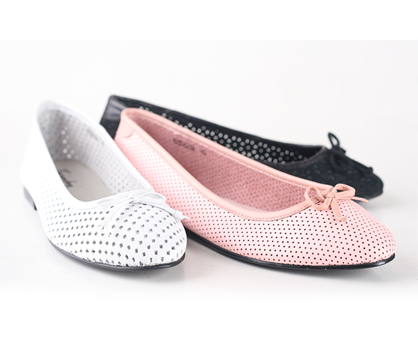 Twinky shoes in white, pink and black. Buy Twinky Gift Certificates and Gift Cards at Gifted.PH online for anyone in Manila Philippines